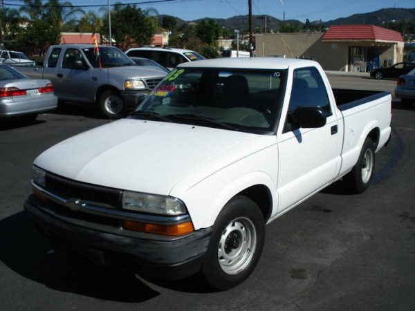 2003 used chevrolet s10 pickup color white for sale in rh salecarro com 2003 s10 manual on line 2003 s10 manual transmission pulls in air